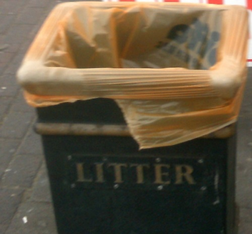 A litter bin on Hoylake Road from 2012 (thumbnail)